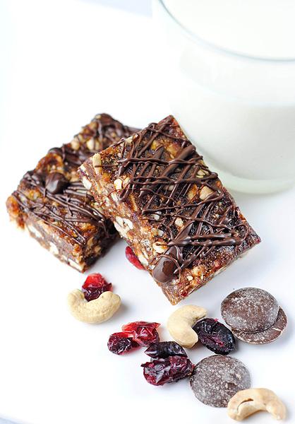 Chocolate Cherry Cashew Bars - food photography